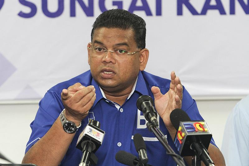 Datuk Lokman Noor Adam's 'popularity' got him elected into Umno's Supreme Council, and fielded for the Sungai Kandis by-election. — Picture by Miera Zulyana