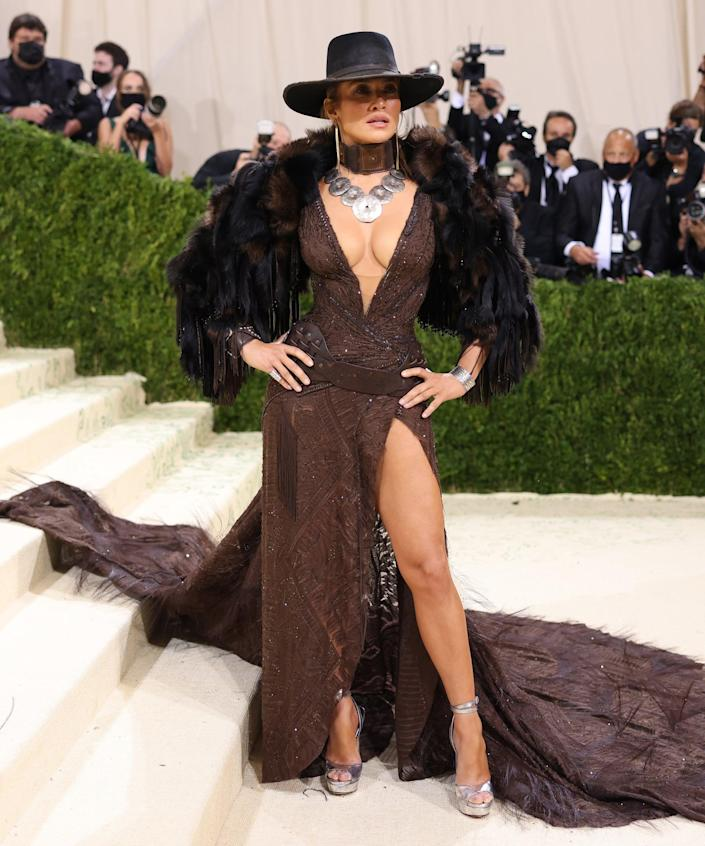 """<h2>Jennifer Lopez in Ralph Lauren</h2><br>""""Cowboy, Take Me Away"""" to whichever Southwestern locale Jennifer Lopez and Ralph Lauren used to inspire this look. <span class=""""copyright"""">Photo: John Shearer/WireImage.</span>"""