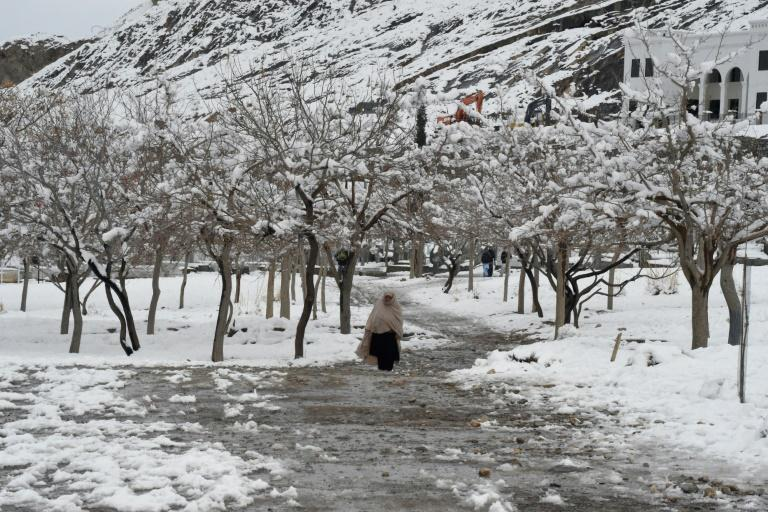 A woman walks down a path in Quetta, Pakistan, after heavy snow (AFP Photo/Banaras KHAN)