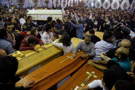 Egyptian Christians bury their dead after Isis bomb attacks