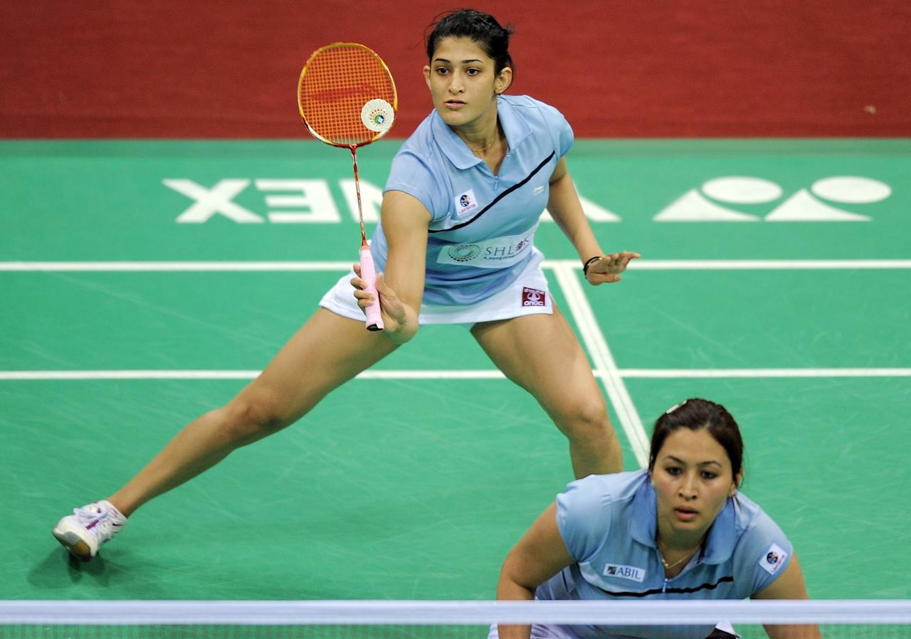 Indian Badminton players Jwala Gutta (R) and Ashwini Ponnappa return a shot against Marissa Vita and Melati Nadya of Indonesia during the Yonex-Sunrise India Open 2012 at the Siri Fort Sports Complex in New Delhi on April 26, 2012. The Indian pair won 16-21, 21-15, 21-17.     AFP PHOTO/ MANAN VATSYAYANA        (Photo credit should read MANAN VATSYAYANA/AFP/GettyImages)
