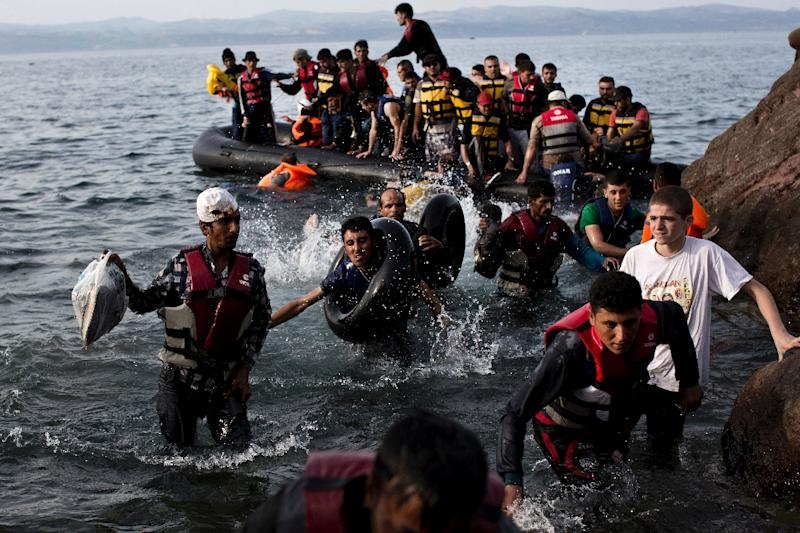 Migrants arrive on the shores of the Greek island of Lesbos after crossing the Aegean Sea from Turkey on a dinghy on September 9, 2015 (AFP Photo/Angelos Tzortzinis)
