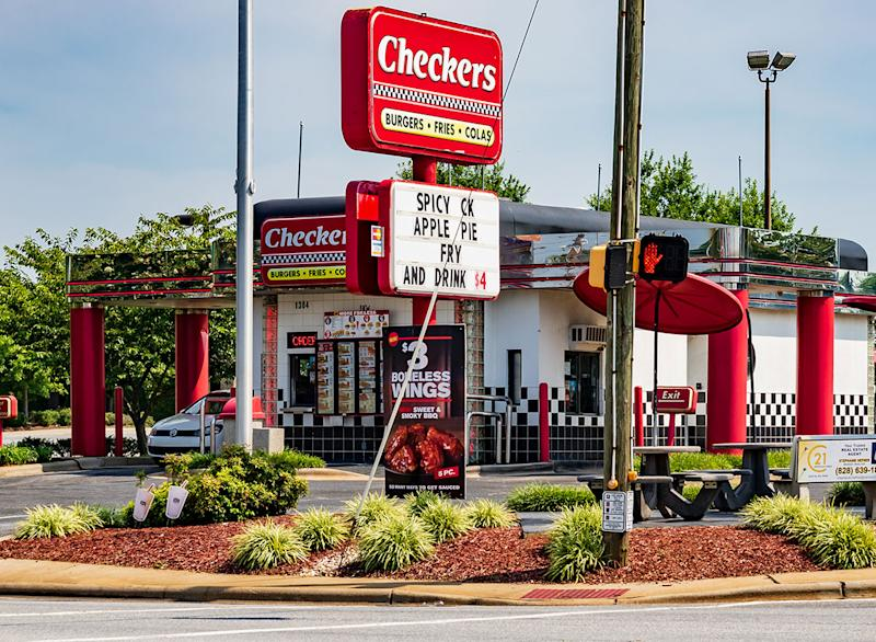 These Popular Restaurant Chains Aren't Taking COVID-19 Seriously, Survey Finds