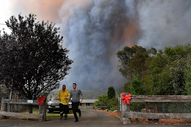 Rural Fire Service (RFS) crews engage in property protection of a number of homes along the Old Hume Highway near the town of Tahmoor as the Green Wattle Creek Fire threatens a number of communities in the southwest of Sydney. (Photo: REUTERS)