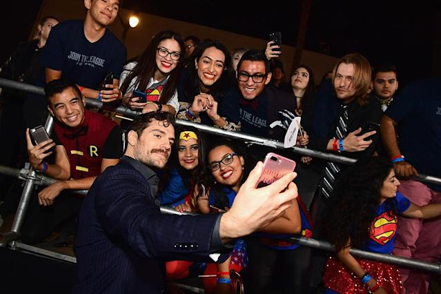 <p>Superman made some superfans' day when he opted to takes selfies with them at the <em>Justice League</em> premiere in Hollywood on Monday.(Photo: Emma McIntyre/Getty Images) </p>