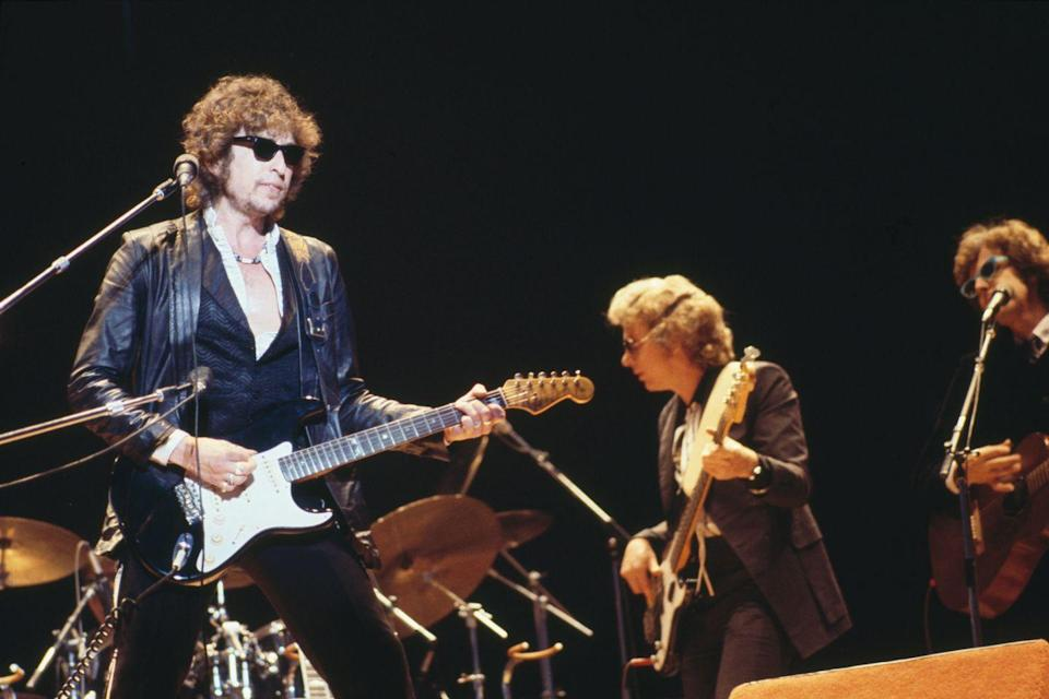 <p>Bob Dylan performs live with his band, including bass guitarist Jerry Scheff and guitarist Steven Soles, in Surrey, England in 1978.</p>