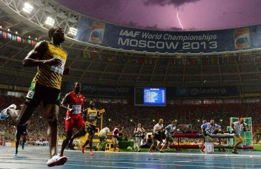 Jamaica's Usain Bolt (L) wins the 100 metres final at the 2013 IAAF World Championships at the Luzhniki stadium in Moscow, on August 11, 2013