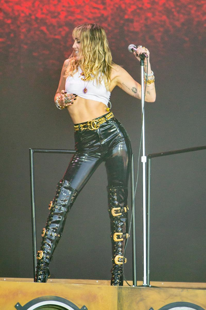 GLASTONBURY, ENGLAND - JUNE 30: Miley Cyrus performs at the Pyramid Stage during day five of Glastonbury Festival at Worthy Farm, Pilton on June 30, 2019 in Glastonbury, England. (Photo by Joseph Okpako/WireImage)