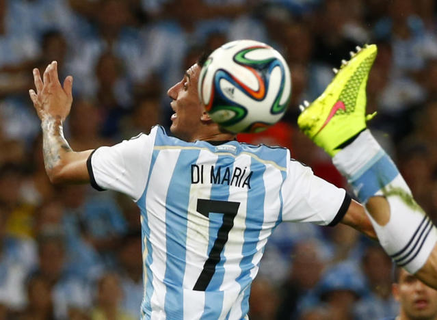 The foot of Argentina's Hugo Campagnaro lunges for the ball near teammate Argentina's Angel Di Maria during the 2014 World Cup Group F soccer match against Bosnia and Herzegovina at the Maracana stadium in Rio de Janeiro June 15, 2014. REUTERS/Michael Dalder (BRAZIL - Tags: SOCCER SPORT WORLD CUP)