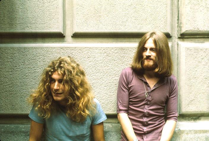 <p>Robert Plant and John Paul Jones of Led Zeppelin backstage at the Fillmore East.</p>