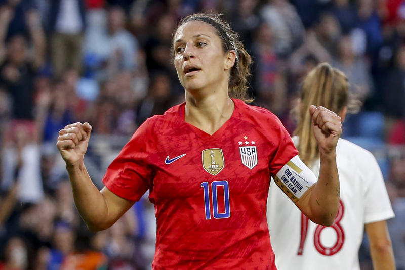 Carli Lloyd wants to watch US football according to her motto. (AP / Bruce Kluckhohn photo)