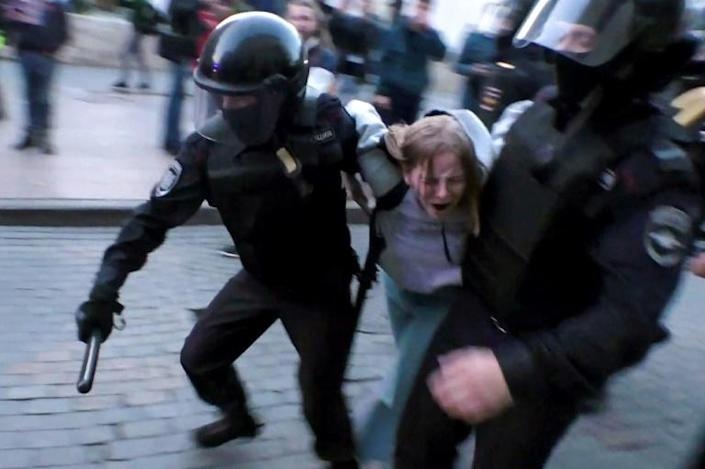 At previous protests, police have used batons on protesters and grabbed people from the street indiscriminately (AFP Photo/Yan Katelevskiy)