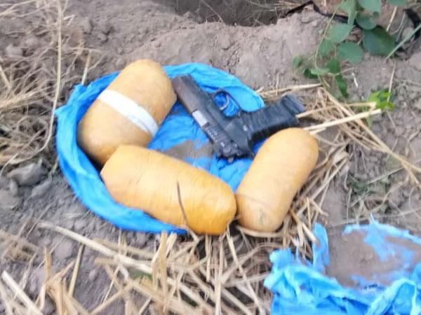 Recovered pistol, packets of suspected drugs in Punjab's Abohar. (Photo/BSF)