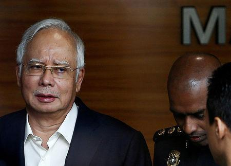 FILE PHOTO: Malaysia's former prime minister Najib Razak arrives to give a statement to the Malaysian Anti-Corruption Commission (MACC) in Putrajaya, Malaysia May 24, 2018. REUTERS/Lai Seng Sin/File Photo