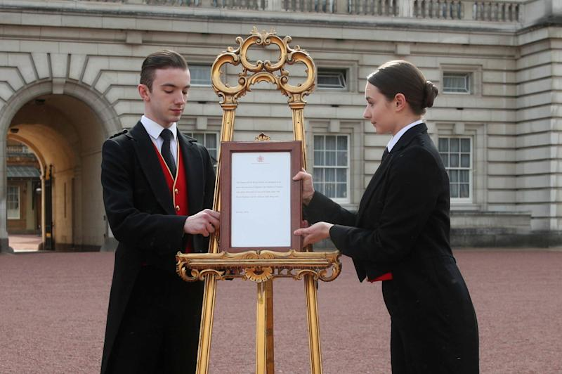 Footmen Stephen Kelly and Sarah Thompson bring out the easel in the forecourt of Buckingham Palace to formally announce the birth of a baby boy to Prince Harry and Duchess Meghan of Sussex, May 6, 2019.