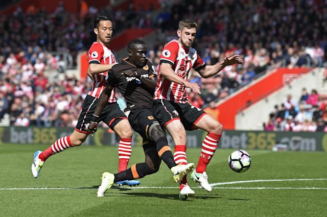 <p>Hull City's Oumar Niasse in action with Southampton's Maya Yoshida and Jack Stephens </p>