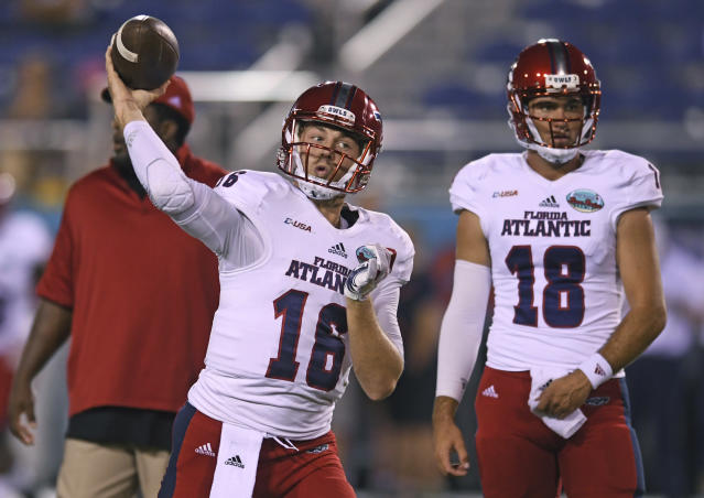 "Florida Atlantic quarterback <a class=""link rapid-noclick-resp"" href=""/ncaaf/players/241907/"" data-ylk=""slk:Jason Driskel"">Jason Driskel</a> warms up before the starts of an NCAA college football game against Akron in the Boca Raton Bowl in Boca Raton, Fla., Tuesday, Dec. 19, 2017. (Jim Rassol/South Florida Sun-Sentinel via AP)"