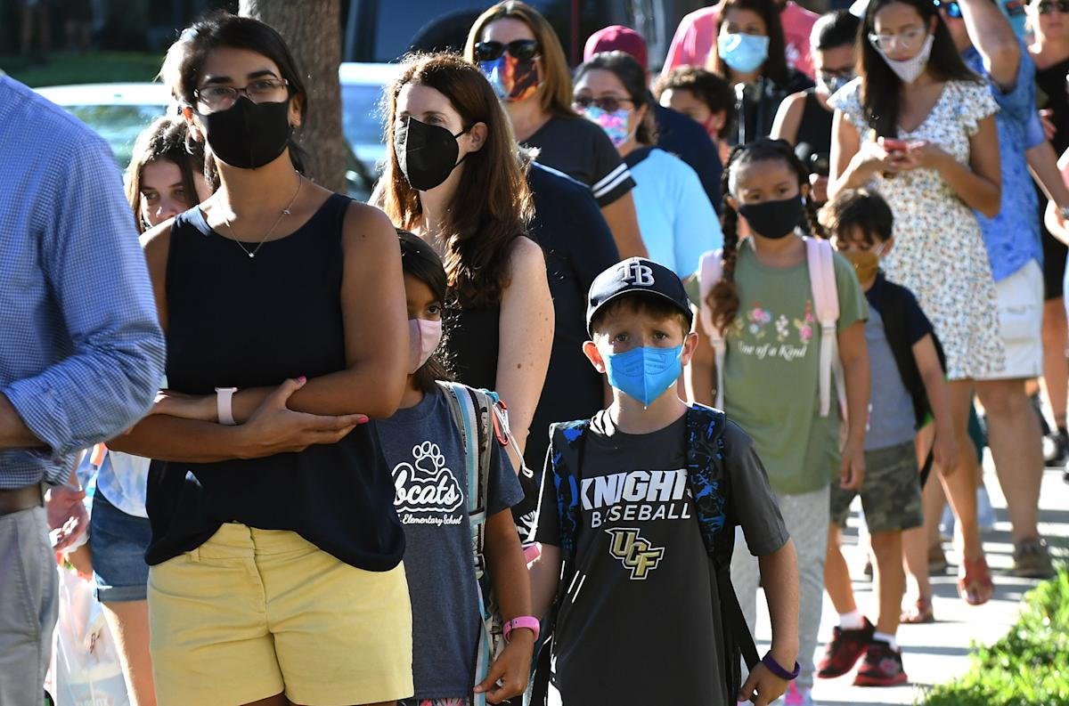 Florida school district mandates masks after 400 COVID cases reported in one day
