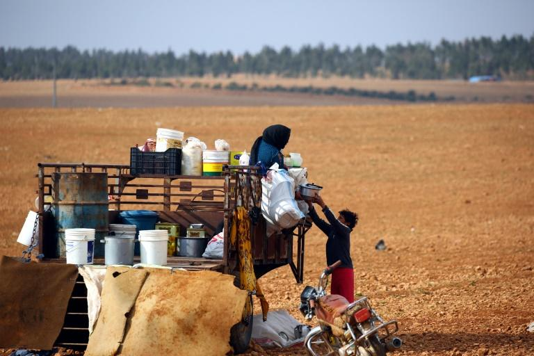 Displaced Syrians, who fled their hometowns due to clashes between regime forces and the Islamic State (IS) group, prepare food in Kharufiyah, 18 kilometres south of Manbij, on March 4, 2017