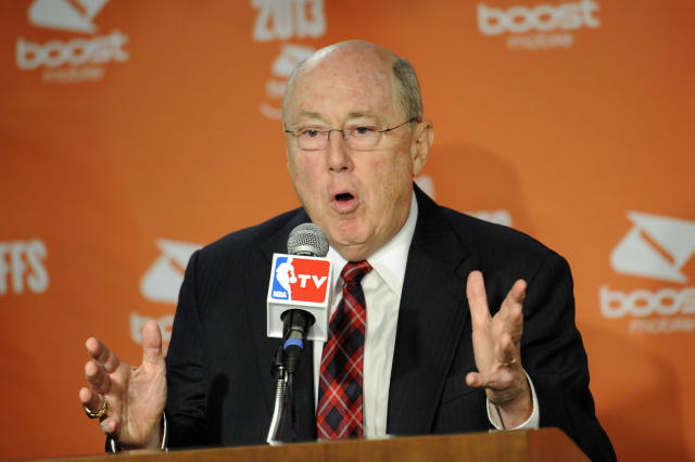 Washington Mystics head coach Mike Thibault speaks to the media after he was presented the WNBA Coach of the Year award during a news conference before Game 2 of the WNBA basketball Eastern Conference semifinal series against the Atlanta Dream, Saturday, Sept. 21, 2013, in Washington. (AP Photo/Nick Wass)