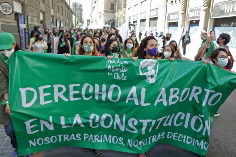 Women in Chile demonstrate in Santiago in favor of reproductive rights on International Safe Abortion Day in Latin America (AFP/Pablo VERA)