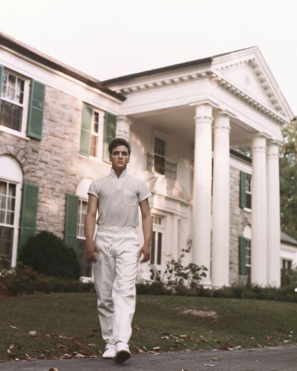 "<p>The house on the Graceland estate is a Colonial revival stone-laid mansion fitted with tall white columns. Inside the 17,552 square-foot-home is 23 rooms, including eight bedrooms, eight bathrooms, and <a href=""https://www.graceland.com/elvis-at-graceland"" rel=""nofollow noopener"" target=""_blank"" data-ylk=""slk:five staircases"" class=""link rapid-noclick-resp"">five staircases</a>. </p>"