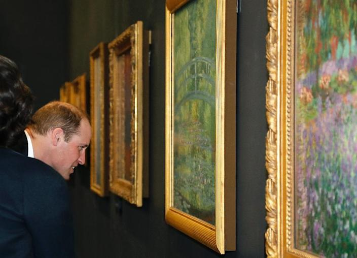 Britain's Prince William looks at a painting by French Impressionist Claude Monet at the Musee d'Orsay in Paris (AFP Photo/FRANCOIS GUILLOT)