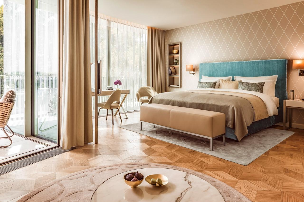 """<p><span>Hamburg's first five star hotel to open in 18 years will welcome guests from the summer. The </span><a rel=""""nofollow"""" href=""""http://www.thefontenay.de/""""><span>131-room lakeside retreat</span></a><span> will have sculpture-like architecture and contemporary design, and all rooms will feature floor-to-ceiling windows and balconies overlooking the lake. Food is good - with one of the two restaurants headed by a Michelin-starred chef. [Photo: The Fontenay]</span> </p>"""
