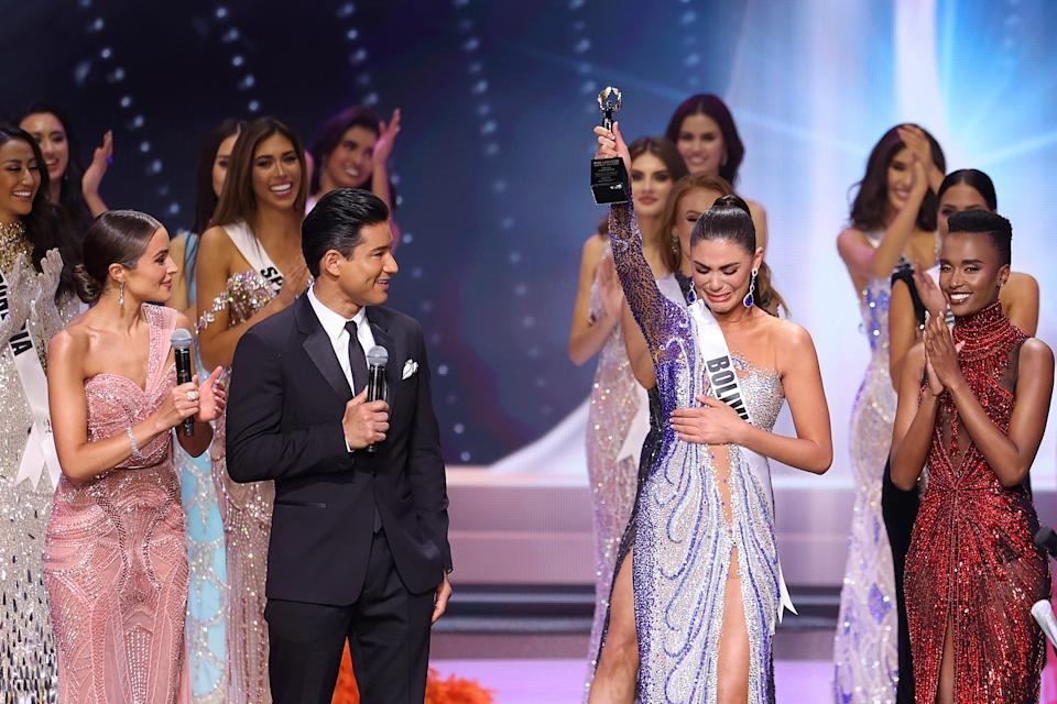 HOLLYWOOD, FLORIDA - MAY 16: Olivia Culpo and Mario Lopez speak onstage at the Miss Universe 2021 Pageant at Seminole Hard Rock Hotel & Casino on May 16, 2021 in Hollywood, Florida. (Photo by Rodrigo Varela/Getty Images)