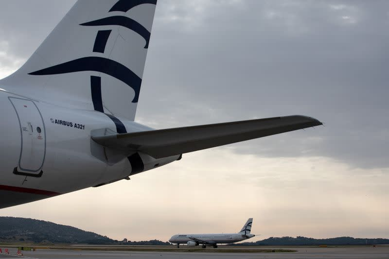 Greece to support air transport sector to soften coronavirus blow