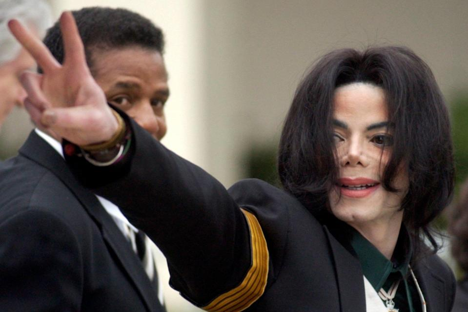 UK radio stations state their plans for the future of Michael Jackson on the airwaves