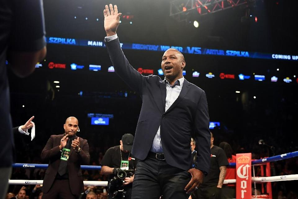 Former heavyweight champion Lennox Lewis (C) waves from the ring at Barclay's Center in Brooklyn, New York, in January 2016 (AFP Photo/DON EMMERT)