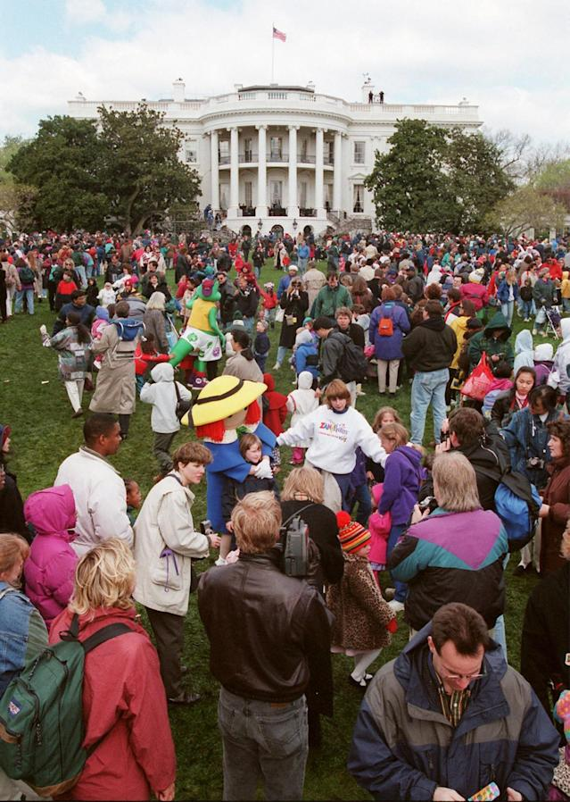 <p>Children and their families gather on the South Lawn of the White House Monday, March 31, 1997, during the White House Easter Egg Roll. Earlier, with one whistle blast, President Clinton sent hundreds of children scampering across the White House lawn during the annual event. (Photo: Wilfredo Lee/AP) </p>