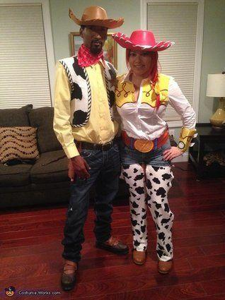 """Vía <a href=""""http://www.costume-works.com/movie_and_tv_show_costumes/jessie-n-woody.html"""" target=""""_blank"""">Costume-Works.com</a>"""