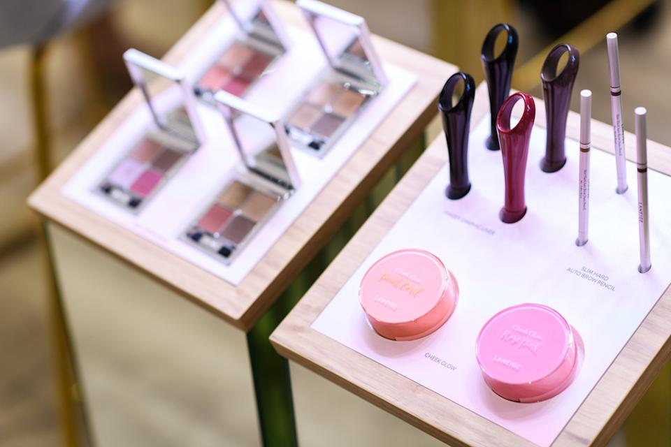 The beauty bar, where in-house beauty advisors will share consultations and beauty tutorials. (PHOTO: Videre Eyecare)