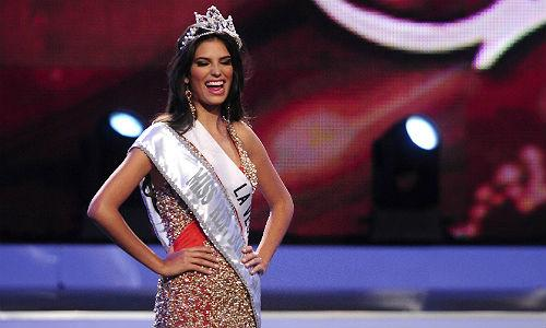 "<font style=""font-size:1.2em;"">Carlina Duran, recently named Miss </font><font style=""font-size:1.2em;"">Dominican Republic will have to relinquish her crown because she is actually a Mrs.</font><div style=""color:#000000;background-color:#ffffff;text-align:left;text-decoration:none;""><br><br></div>"