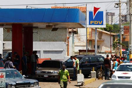 People with vehicles wait in line to attempt to refuel at a gas station of the state oil company PDVSA in Maracaibo, Venezuela, May 17, 2019. REUTERS/Isaac Urrutia