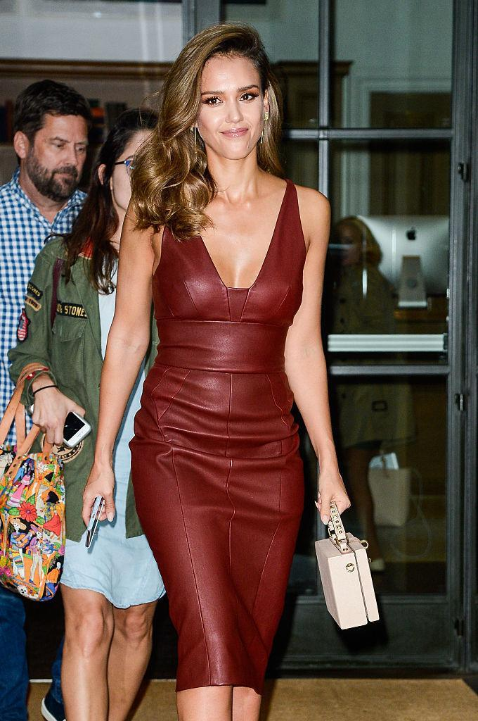 <p>The mom of two looked absolutely breathtaking in a reddish brown leather dress – a colour and texture combination that few could pull off. <i>(Photo by Ray Tamarra/GC Images)</i></p>