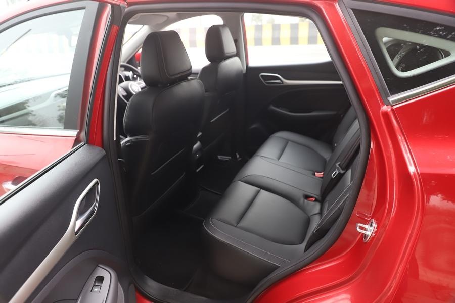 Ample space makes the ZS EV a potential replacement for your family car. While it is a 5-seater, the rear has a flat floor and you can sit comfortably. Granted, three passengers would be a bit of a squeeze at the back, but you can manage. The boot and the other storage spaces are also big.