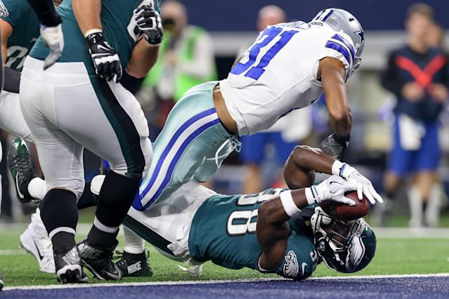 <p>Philadelphia Eagles running back Kenjon Barner (38) scores a touchdown during the game between the Philadelphia Eagles and Dallas Cowboys on November 19, 2017 at AT&T Stadium in Arlington, TX. (Photo by Andrew Dieb/Icon Sportswire) </p>