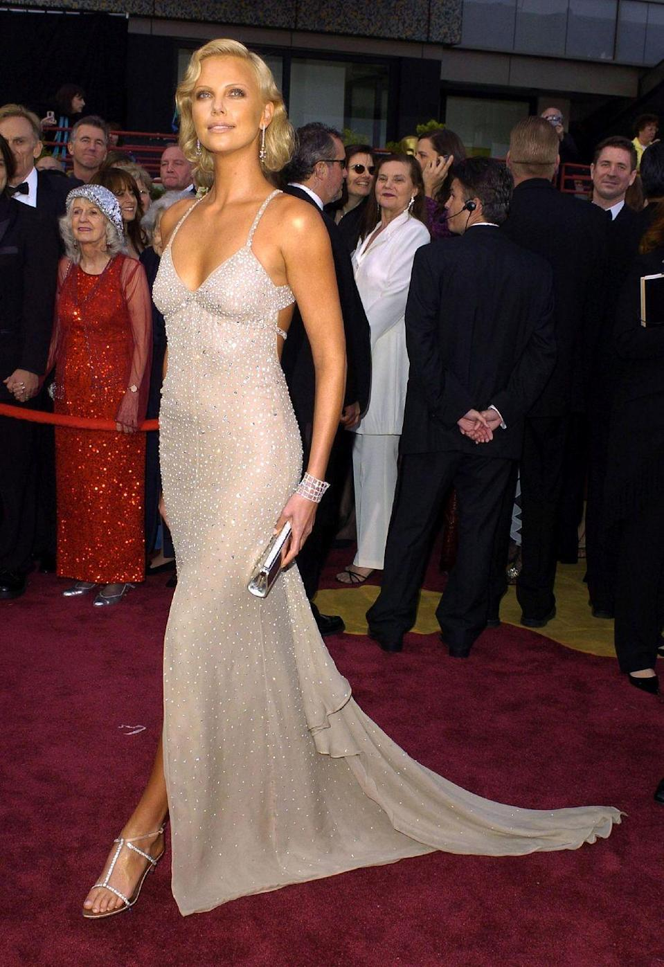<p>The actress scintillated in a beige bedazzled gown at the Oscars in 2004.</p>