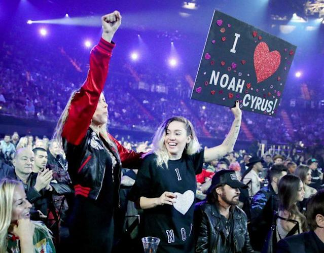 Miley supports Noah Cyrus. (Photo: Getty Images)