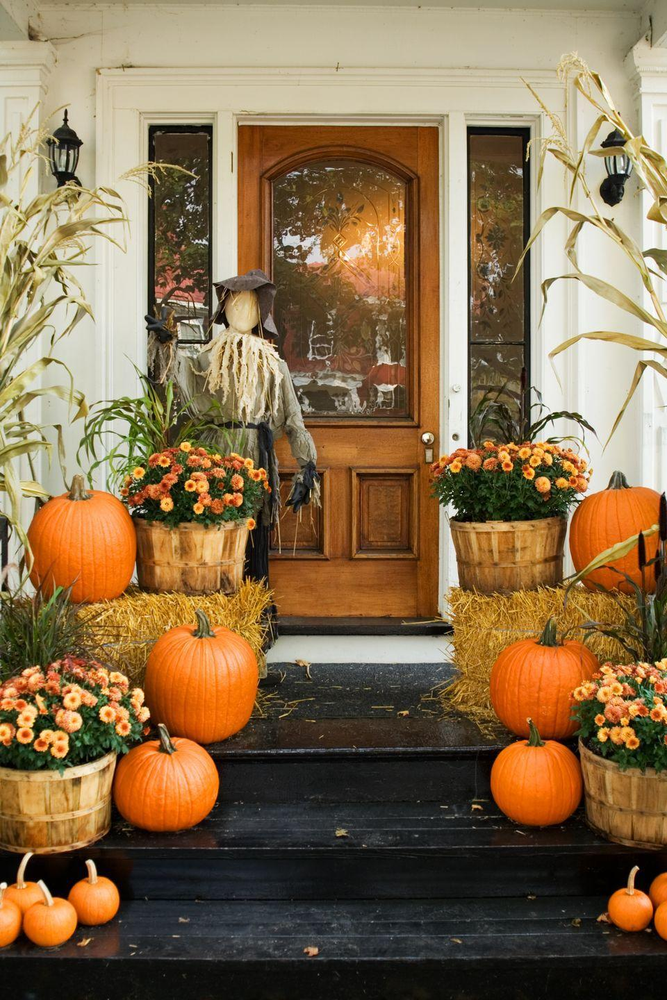 <p>You've stocked up at the pumpkin patch, toured the corn maze, and gathered all the inspiration and materials you need to create this lush and multilayered door decoration. So nestle mums in apple baskets, create height with hay bales, frame the scene with corn stalks, and place a friendly scarecrow by the door to greet guests. Door decor win!<br></p>