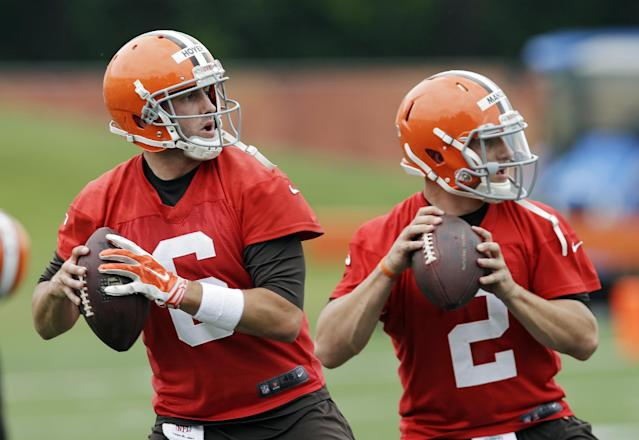 Cleveland Browns quarterbacks Brian Hoyer (6) and Johnny Manziel (2) drop back to pass during a mandatory minicamp practice at the NFL football team's facility in Berea, Ohio Tuesday, June 10, 2014. (AP Photo/Mark Duncan)
