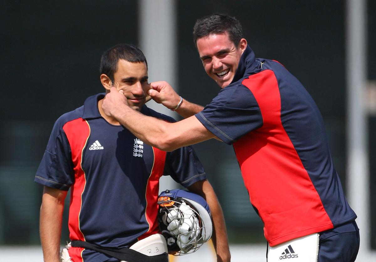 Ravi Bopara of England has a laugh with Kevin Pietersen of England during the England nets session at Lords on June 4, 2009 in London, England.  (Photo by Tom Shaw/Getty Images) *** Local Caption *** Ravi Bopara;Kevin Pietersen