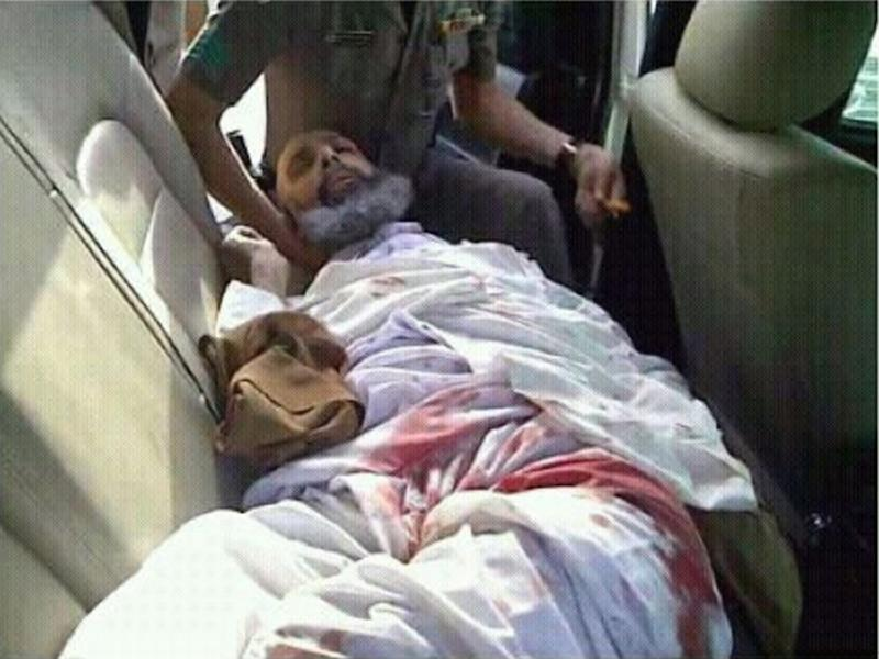 Shiite cleric and goverment critic Sheikh Nimr al-Nimr, seen wounded in the back of a police car, following his arrest on July 8, 2012 (AFP Photo/-)