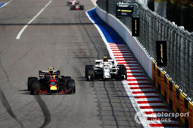 "Max Verstappen, Red Bull Racing RB14, leads Charles Leclerc, Sauber C37 <span class=""copyright"">Motorsport.com</span>"