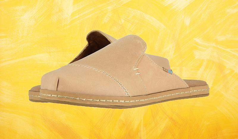 Pull it together for trips to the grocery store with these neutral slides. (Photo: Toms)