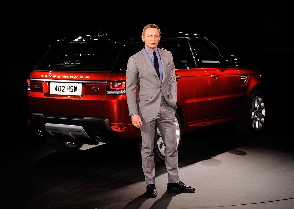 NEW YORK, NY - MARCH 26: Actor Daniel Craig attends the Range Rover Sport world unveiling at the 2013 New York Auto Show at Skylight at Moynihan Station on March 26, 2013 in New York City. (Photo by Stephen Lovekin/FilmMagic)