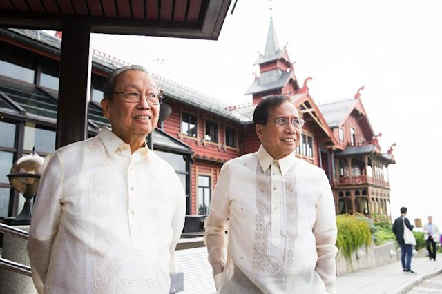 Chairman of the National Democratic Front of Philippines (NDFP) Luis Jalandori (L) and Phillipines Presidential Peace Adviser Jesus Dureza, seen in Oslo, Norway, on August 22, 2016 Norway is hosting the peace negotiations between the Philippean government and the National Democratic Front of the Philippines (NDFP). (AFP Photo/Berit Roald)